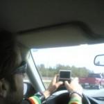 El peligro real de conducir y manejar tu smartphone